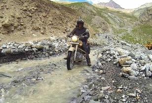 road_after_landslide_1_20150306_2063076219